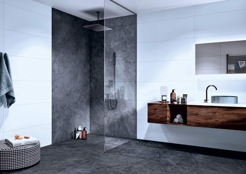 Elegantes Badezimmer mit dunkelgrauen Bodenfliesen