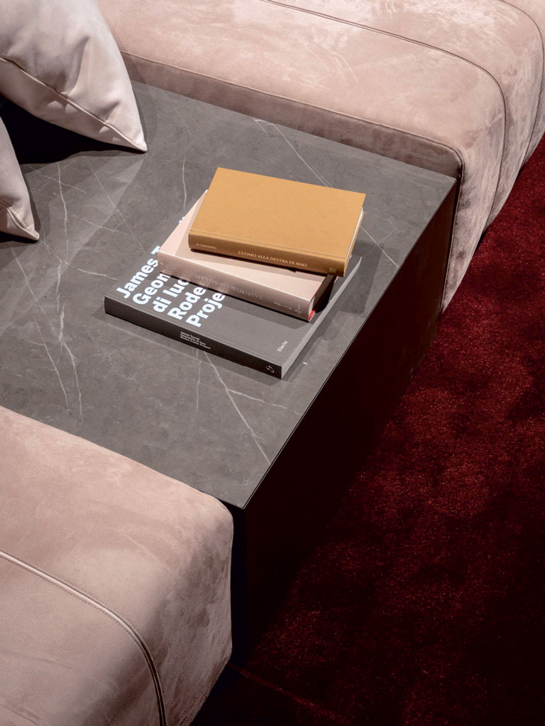 Elements als Buchablage im Wohnzimmer
