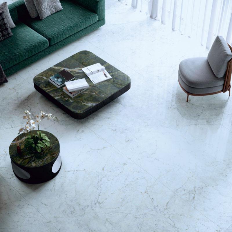 Elements in Steinoptik als Couchtisch im Wohnzimmer