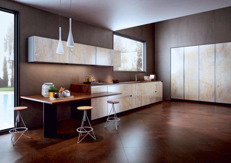 Fliesen in dunklen Tönen für die stilvolle Küche
