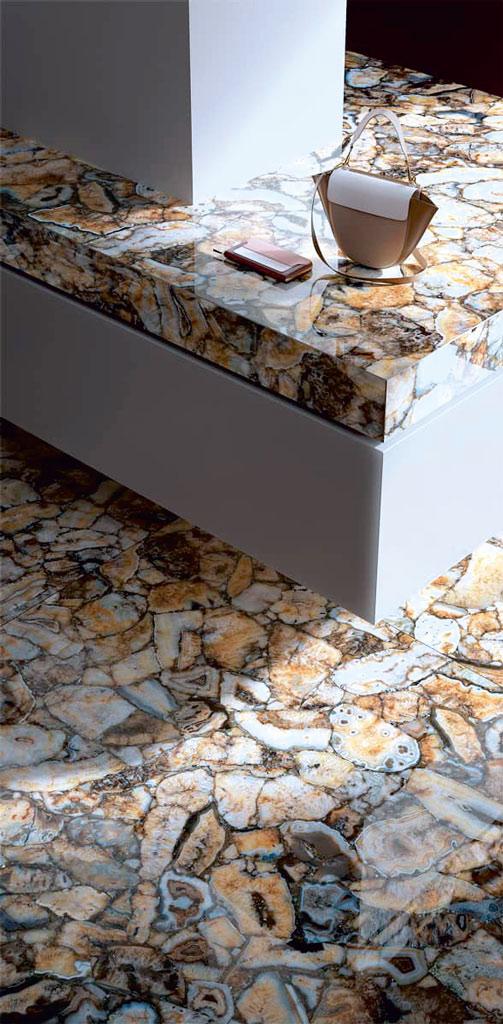 Stilvolle Elemente in Steinoptik mit Wasserstrahlschneider geschnitten.